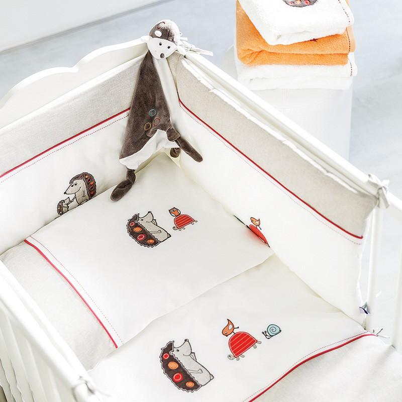tour de lit bébé carré blanc Les 5 articles indispensables pour la chambre de bébé tour de lit bébé carré blanc